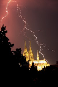 {de}Blitzschlag am Dom{en}Lightning strike at Cologne Cathedral